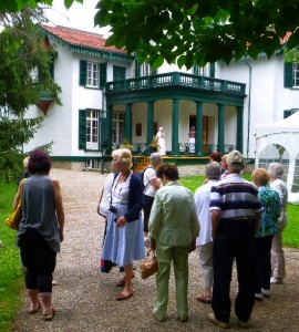 GTHS Members approach Bellvue House National Historic Sitre.